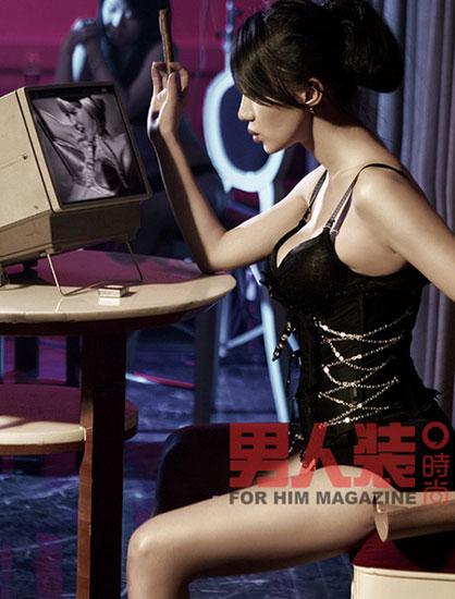 组图:阿朵时尚杂志艳情写真 赤裸大胆酥胸荡漾