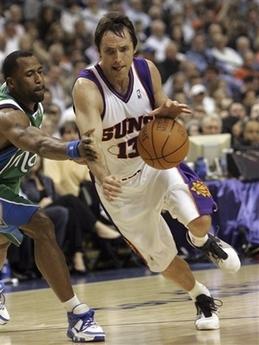 图文:[NBA]小牛VS太阳 纳什带球快攻