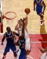 图文:[NBA]火箭惊险胜快船 姚明勾手投篮
