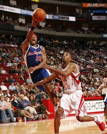 图文:[NBA]火箭惊险胜快船 阿尔斯通犯规