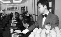 服务员眼中的人大代表和政协委员