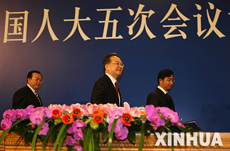 国务院总理温家宝在北京人民大会堂与中外记者见面。