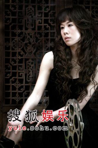 《大长今》原唱闯乐坛 李安携刘珊珊漫步云端