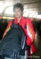 图文:女足抵达北京 李洁走出机场