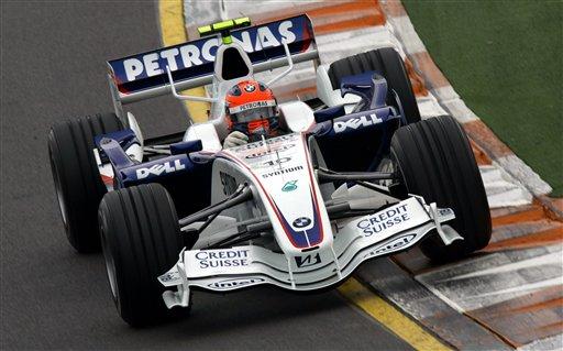 图文:[F1]澳洲站周五练习赛 库比卡进入弯道