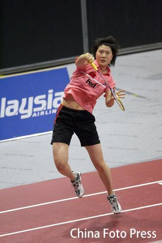图文:瑞士羽毛球公开赛 卢兰步法灵活