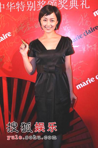 图文:赵琳亮相红毯 黑色短裙遮不住麒麟臂