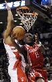 图文:[NBA]火箭VS猛龙 斯耐德低手上篮