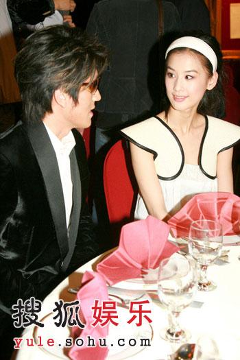 黄圣依杨子同坐一桌