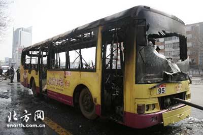 天津市663路公交车_天津一公交车行驶途中起火 未发现人员伤亡(图)-搜狐新闻