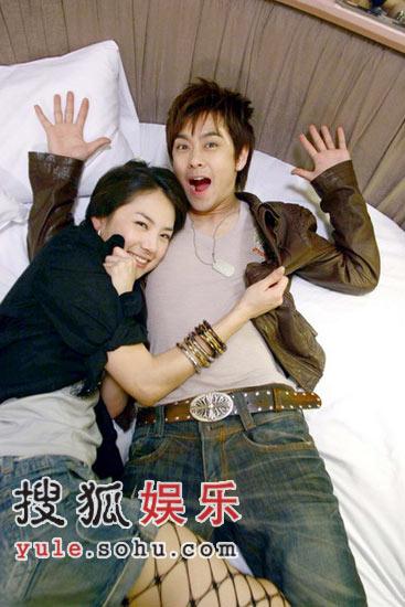 洪小铃林志颖_组图:林志颖刘荷娜上床拍戏 搞笑逗趣不色情-搜狐娱乐