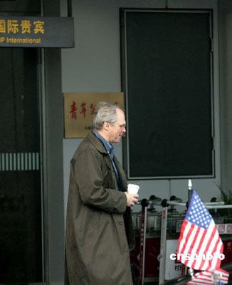 三月十四日,六方会谈美国代表团团长、助理国务卿希尔抵达北京,参加六方会谈相关工作组会议。 中新社发 盛佳鹏 摄