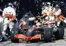 图文:[F1]澳大利亚站正赛  汉密尔顿进站