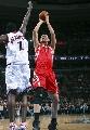 图文:[NBA]火箭VS76人 姚明后仰跳投