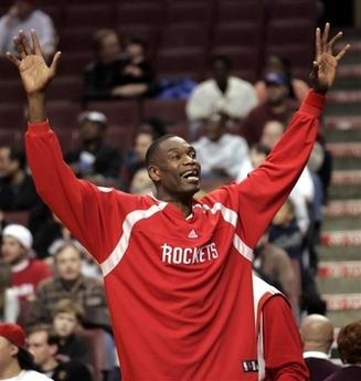 图文:[NBA]火箭胜76人 穆大叔庆祝胜利