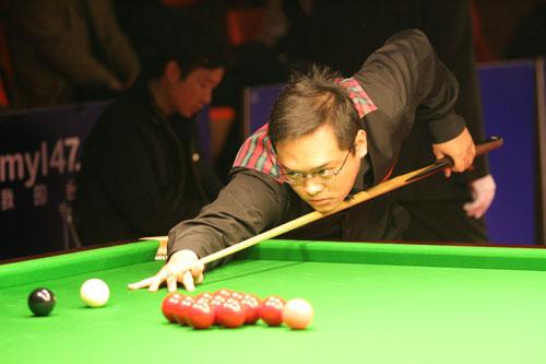 图文:斯诺克中巡赛合肥站 刘松在比赛中