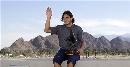 图文:纳达尔捧杯游加州海滩 一身休闲