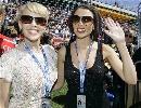 图文:[F1]澳大利亚站美女  流行歌手凯利和戴妮