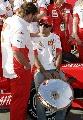 图文:[F1]澳大利亚站正赛  车队同伴安慰马萨