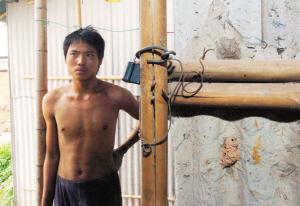 砖工们反映,他们住的地方十分简陋,而且每天晚上还会上锁。