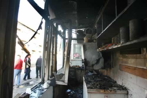 厨房被烧成一片废墟。2007年3月18日,长春市理工大学家属楼9号楼一饭店的厨房失火,没有人员伤亡。