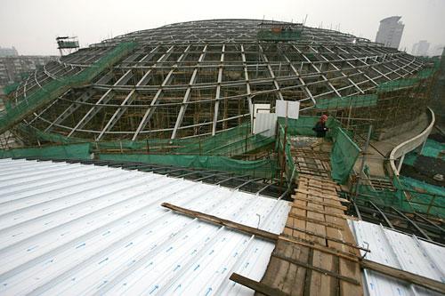 图文:北工大体育馆 北工大体育馆主场馆顶部