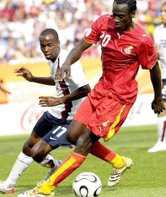 阿多在06世界杯上突破美国队防守