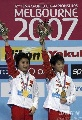 图文:游泳世锦赛贾童陈若琳夺冠 领奖台上