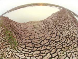干涸的河床。