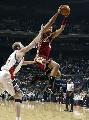图文:[NBA]山猫胜骑士 古登飞跃上篮