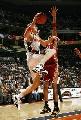 图文:[NBA]山猫胜骑士 哈灵顿底线突破上篮