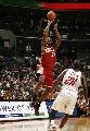 图文:[NBA]山猫胜骑士 詹姆斯跳投出手
