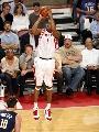 图文:[NBA]火箭VS步行者 麦迪三分出手