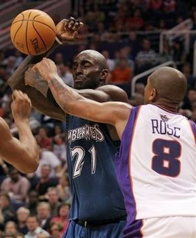图文:[NBA]太阳胜森林狼 罗斯阻击加内特