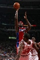 图文:[NBA]快船胜公牛 布兰德强行投篮