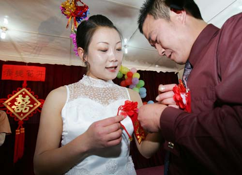戒毒康复青年张清王竞莹在昆明市戒毒所和谐家园举行婚礼