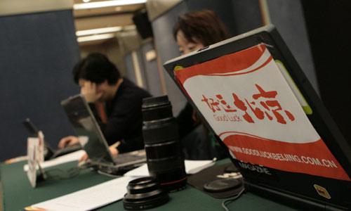 图文:好运北京系列赛发布会 现场工作人员