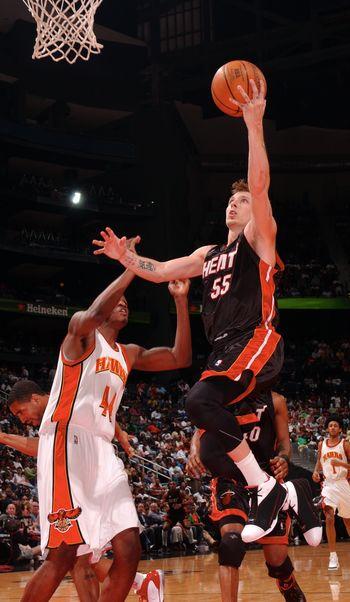 图文:[NBA]热火胜老鹰 威廉姆斯飞身上篮