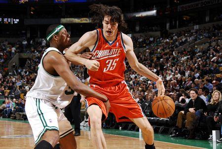 图文:[NBA]山猫胜凯尔特人 莫里森强打皮尔斯