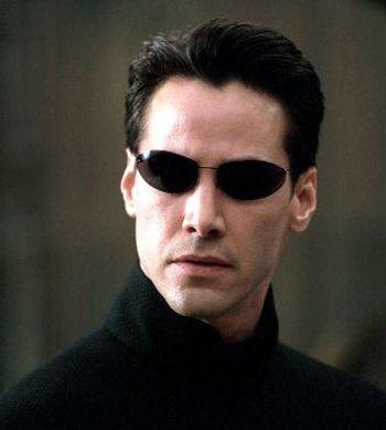 基努·里维斯在影片《骇客帝国2》表现精彩