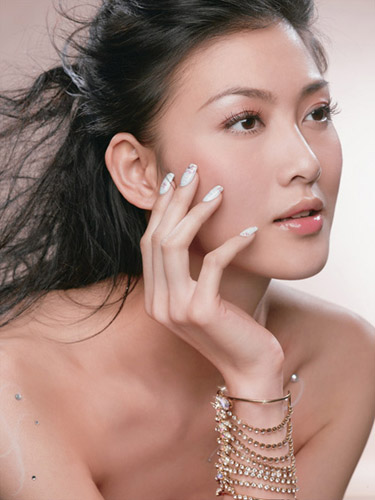 水蜜桃女孩初长成 李彩桦写真肌肤如玉图片