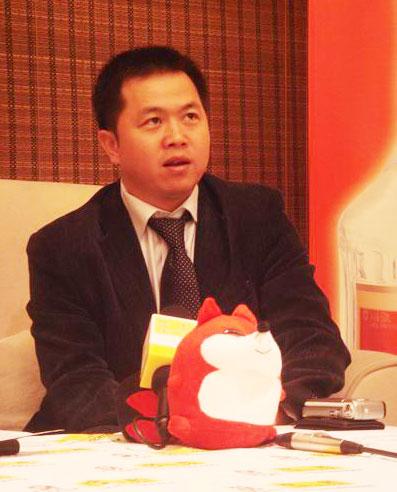 图:五粮液品牌事务部副部长傅钟