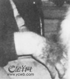 插逼图站_英禽兽养母虐待子女20年 逼饮清洁剂漂白水(图)