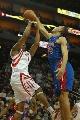 图文:[NBA]火箭VS活塞 麦迪后仰跳投