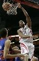 图文:[NBA]火箭VS活塞 麦迪单手扣篮