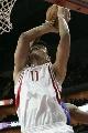 图文:[NBA]火箭VS活塞 姚明进攻遭遇阻击