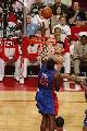 图文:[NBA]火箭VS活塞 姚明内线勾手