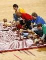 图文:[NBA]火箭胜活塞 现场婴儿赛跑比赛