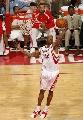 图文:[NBA]火箭胜活塞 阿尔斯通奋力抢板
