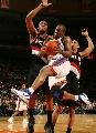图文:[NBA]开拓者胜尼克斯 弗朗西斯底线突破